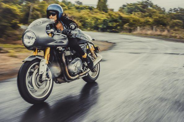 Triumph Thruxton R | bikewithgirl